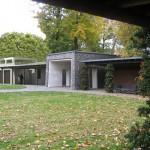 Modelfoto: Formidlingsbygningen til venstre for arkitekt, professeor Kaj Gottlob's indgangsportal